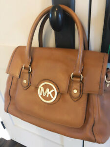 Micheal Kors brown leather purse. Excellent used condition