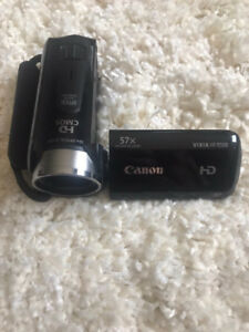 Canon Vixia HF R500 High-def camcorder with extra battery