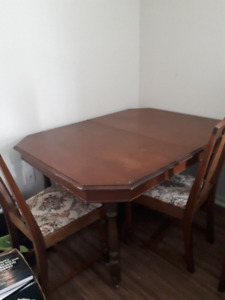Large Wood Dining Room Table With 5 Chairs (Pick-up only)