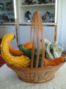 "QUAINT LITTLE ""BASKET of GOURDS"" CENTREPIECE & BOMBAY END TABLE"
