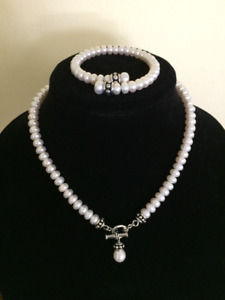 Honora White Pearl necklace & bracelet from JARED