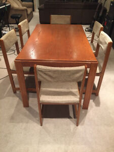 Kitchen Table + 6 Seats - Perfect for Cottage or Basement Apt!
