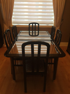 Complete dining room set w/6 chairs & buffet