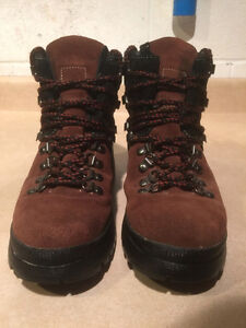 Women's Cougar Winter Boots Size 8 London Ontario image 2