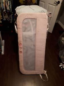 Barrière de lit rose pale