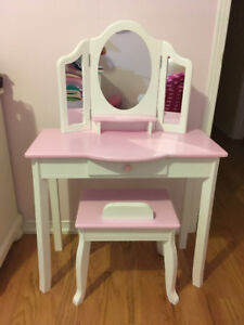 Vanity desk with mirror for kids