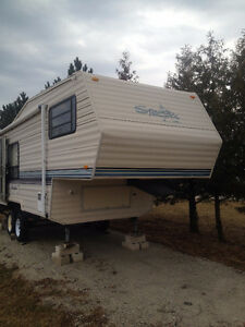 1991 Sprinter by Mallard 24 FT 5th Wheel Camper Trailer