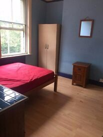 Beautifull furnished double room available on 16th may at Exeter Road