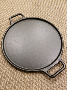 Lodge cast iron 14 inch pizza pan brand new