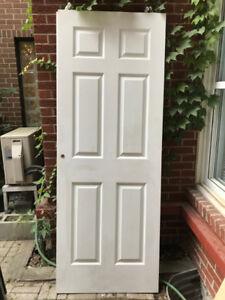 Two Sliding Closet Doors / Deux portes coulissante de garde-robe