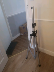 4 Stand (to speaker and light)