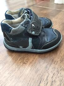 Clarks first Dino shoes in blue size 4 g in good condition