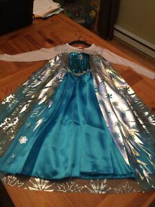 NEUFS: Robes et accessoires de Frozen et de princesses.