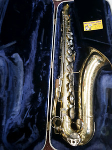 TENOR Sax with case