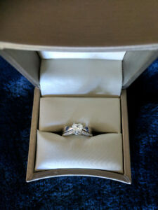 Stunning Unique Mint Condition Engagement Ring and Wedding Band