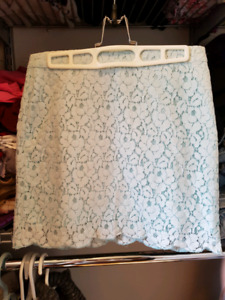 Aritzia lace skirt size 2