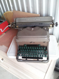 Vintage 1940s Remington Rand Noiseless Typewriter Canadian made