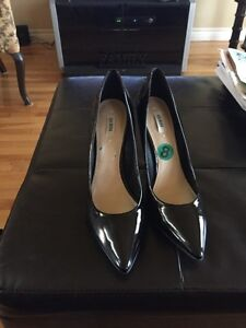New with tags Guess heels