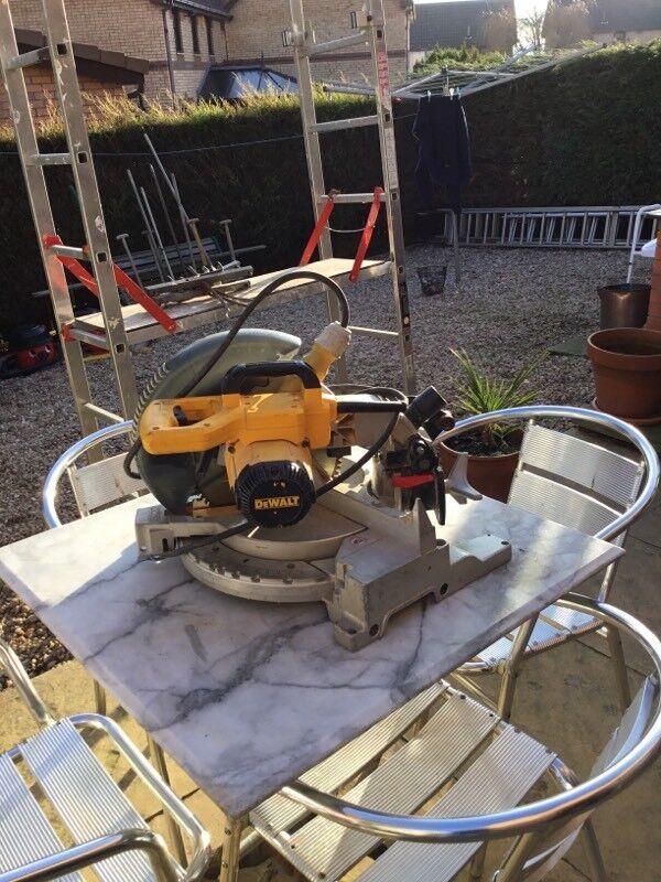 Dewalt 110 voltage table top mitre saw
