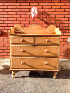 Commode / Buffet / Table a Langer Antique PIN Canadiana
