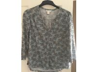 H&M top. Size medium (12/14). Like new