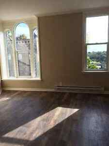 Bright 2 Bedroom apartment Kincardine Utilities Included VIEW