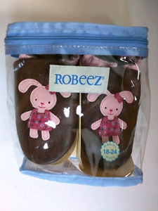 Brand New Baby Girl Robeez Shoes - 18-24mths