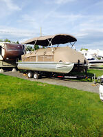 2012 Bennington Pontoon with 90 Hp Mercury