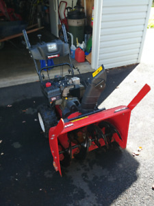 Yard Machine 28 in Snow Blower / Snow Thrower