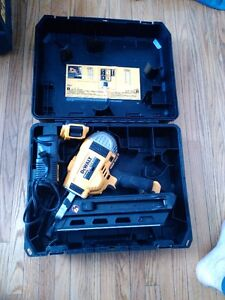 dewalt 20 volt framing nailer with charger and battery *like new