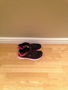 """Girls """"Champion"""" Size 2 Sneakers"""