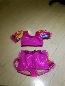 Amazing quality dance costume. Barely used. Size 4-6.