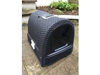 Curved Cat Litter Box
