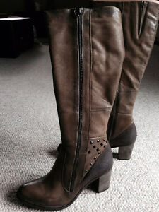 Brand new pair of MJUS size 9 boots