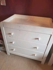Free wardrobe and drawers set white