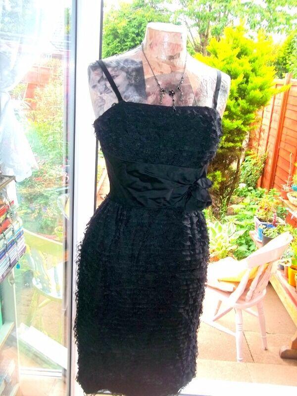 Ladies vintage dressin Bridlington, East YorkshireGumtree - Vintage dress frill and bow design is very small fit poss 8