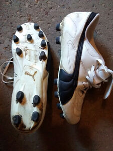Men's Puma size 11 soccer cleats.