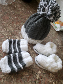 Unisex grey white hand knitted baby hat mittens and booties set. 0-3 m