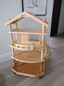 Wooden dollhouse and accessories