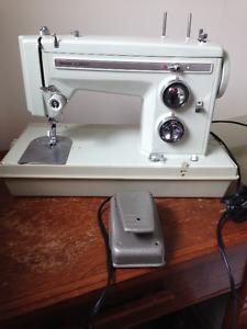 SEARS Kenmore Zig Zag portable sewing machine