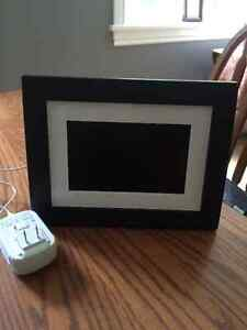 Electronic picture frame Peterborough Peterborough Area image 1