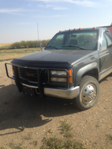 1999 GMC 1 Ton Dually Truck