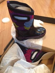 BOGS Kids winter boots, Size 8, New In Box