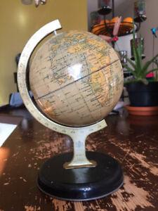 "Petit globe terrestre vintage ""The Chad Valley Co Ltd"""