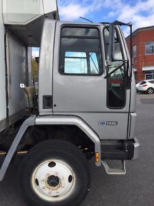 Camion réfrigéré Ford impeccable!