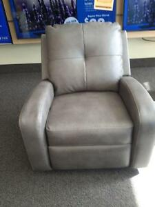 *** USED *** ASHLEY MANNIX RECLINER   S/N:51272488   #STORE553