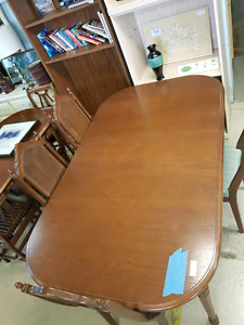 Table set @HFHGTA Restore Etobicoke D-003