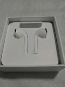 Apple Earpods (Mint Condition)