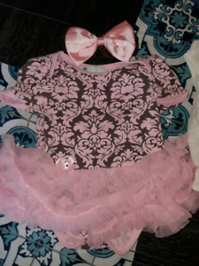 Baby girl clothing lot size 3-6 month