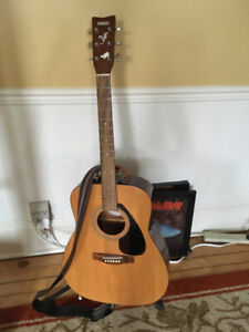 Yamaha Acoustic Guitar, hard-sided case,  Snark tuner ++